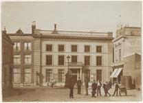 NL-HlmNHA_08151 Voormalige behuizing van het Gerechtshof in de Zijlstraat ziende naar het zuiden/zuidwesten., 1890-00-00 ca.