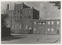 NL-HlmNHA_24755 Achterzijde van de voormalige Boterfabriek aan de Leidsevaart, gezien vanaf het terrein aan de ...